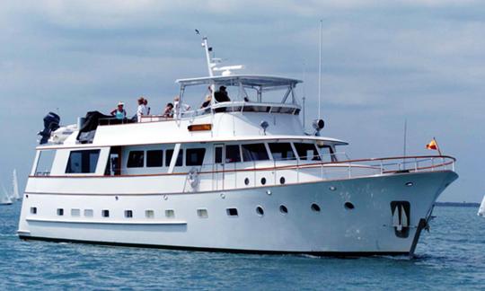 Lady Chateau yacht rental $875 per hr