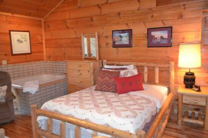 river trail cabin bed jacuzzi